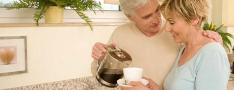 Paar trinkt Tee