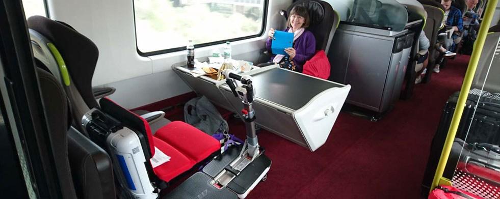 Mit dem Elektromobil ATTO im Zug Eurostar von London nach Brüssel