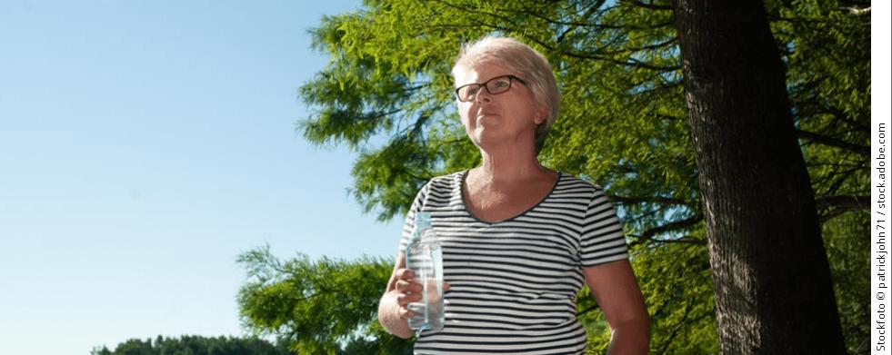 Frau mit Wasserflasche | sanivita