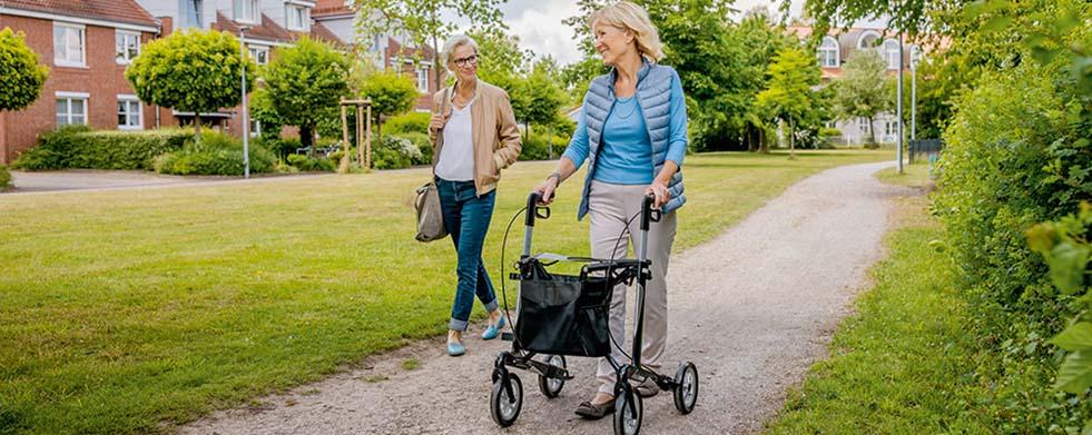 Spaziergang im Park - Sanivita - Mobil durch den Alltag